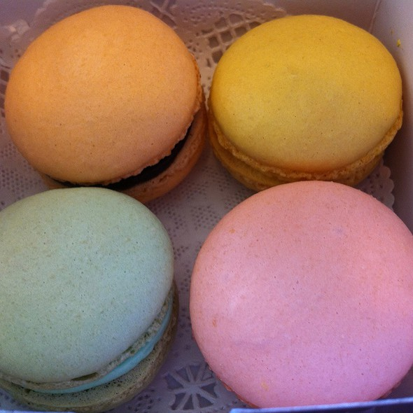 Macarons @ Le Panier Very French Bakery