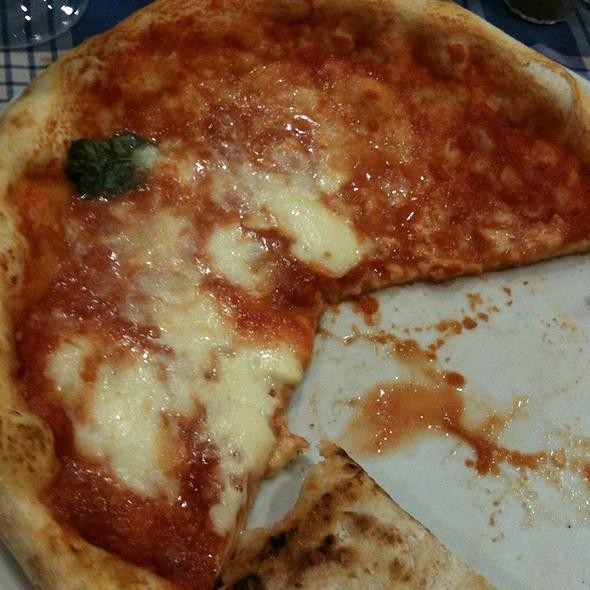 Pizza Margherita @ Castelo Nuovo