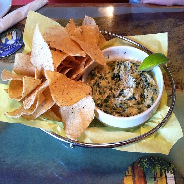 Lump Crab And Spinach Dip @ Cheeseburger In Paradise