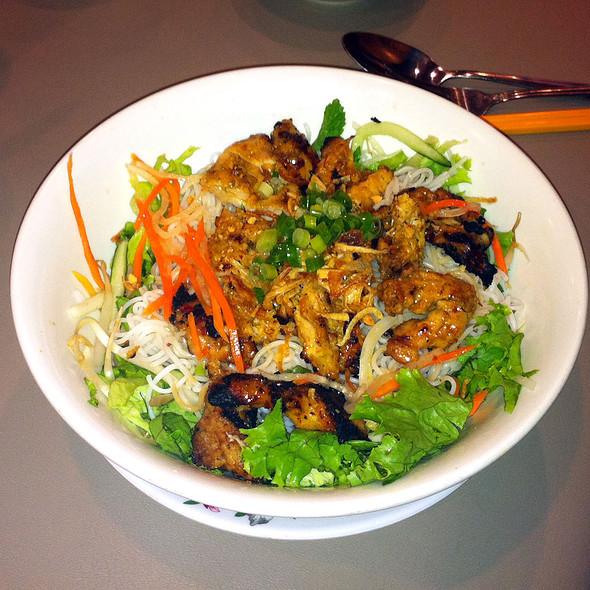 BÚN GÀ NƯỚNG SẢ (Grilled Lemongrass Chicken) @ Tay Do