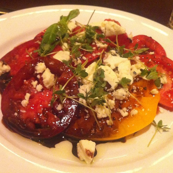 Fresh Tomatoes With Balsamic Reduction