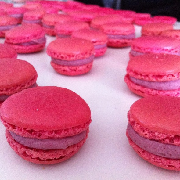 Raspberry Macarons @ Home
