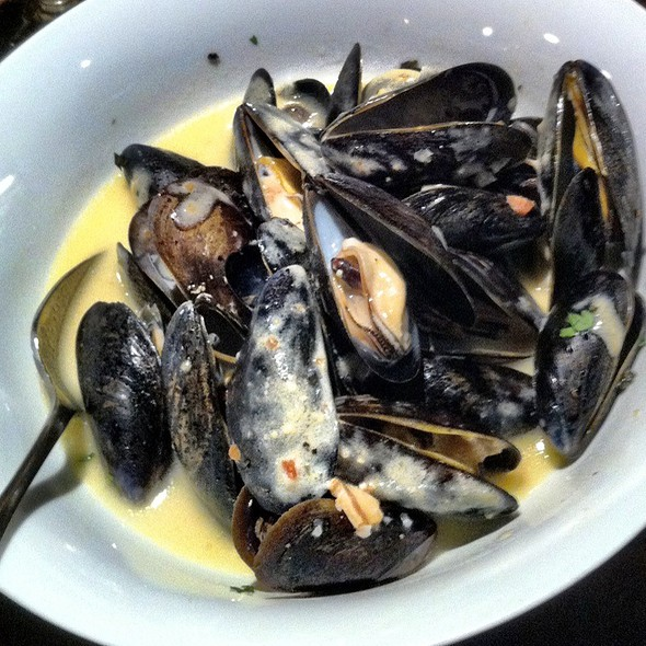 \u0027White And Blue\u0027 (Mussels) at Trappe Door & Trappe Door Menu - Greenville SC - Foodspotting