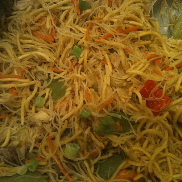 Pancit:  Filipino Noodle @ Cousin's House
