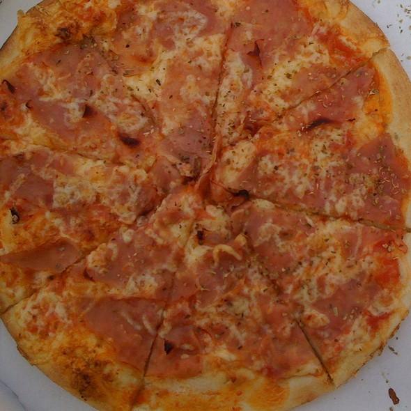 Pizza Prosciutto @ Pizzeria Sorriso