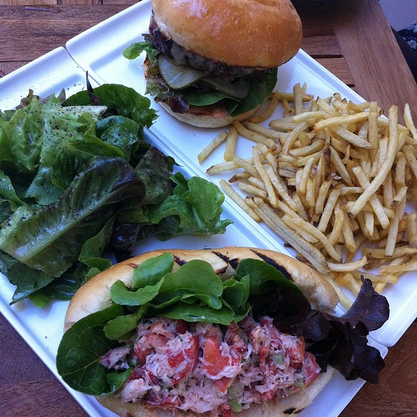 Cheeseburger And Lobster Roll @ Thir13En