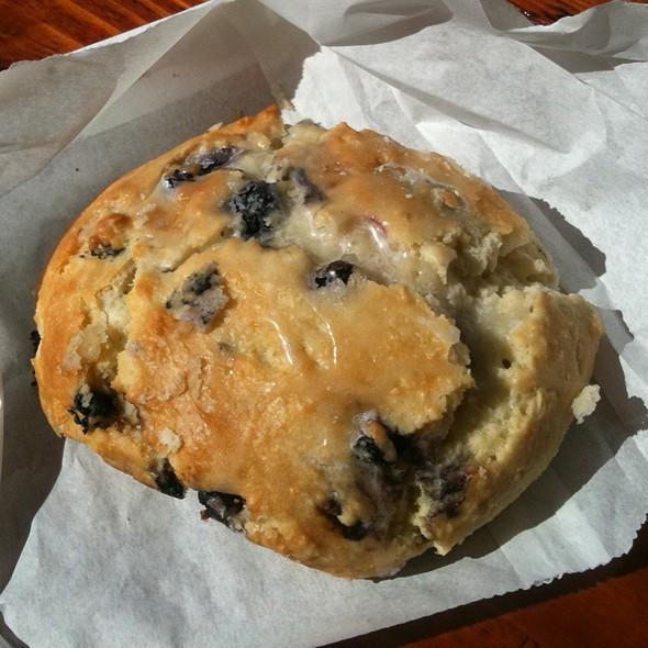 Blueberry Cream Cheese Scone @ Diamond Head Market & Grill
