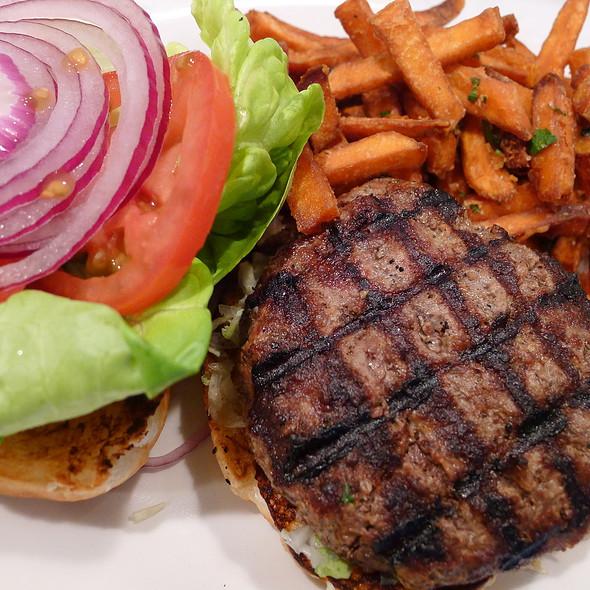 Hamburger @ Table 24