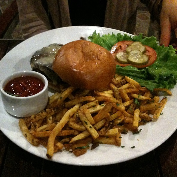 White Bean & Wild Mushroom Veggie Burger @ Redwood Restaurant and Bar