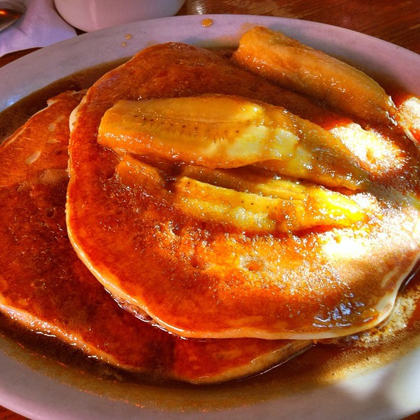 Short Stack With Carmelized Bananas @ Ria's Bluebird