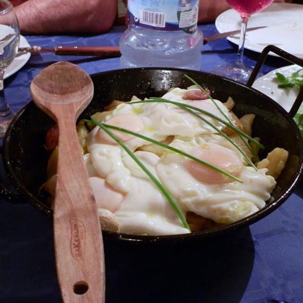 Cazuela de huevos y Patatas @ Caserío Rural de Sisternas