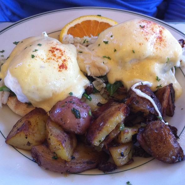 Eggs Benedict @ Mama's On Washington Square