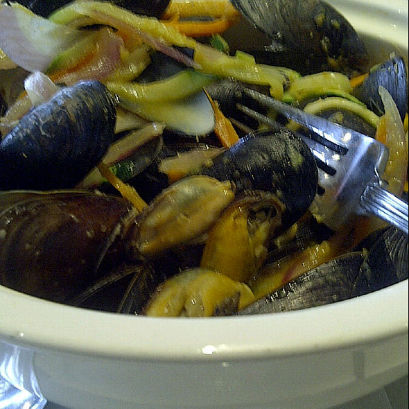 Steamed Mussels @ The Pickle Barrel