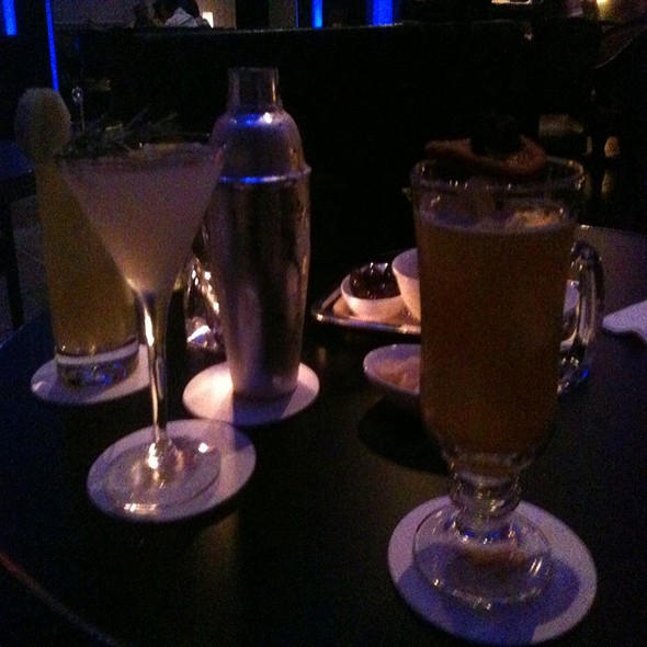 Cocktails - Two E Bar and Lounge, New York, NY