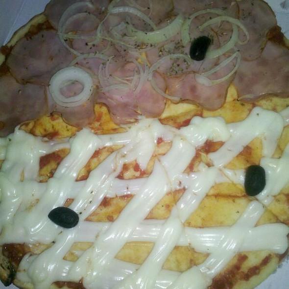 Pizza meio lombo / meio cremily @ Habib's