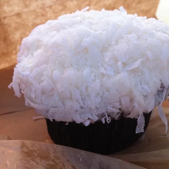 Coconut Cupcake @ Sprinkles Cupcakes