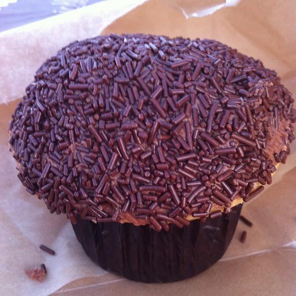 Chocolate Peanut Butter Cupcake @ Sprinkles Cupcakes