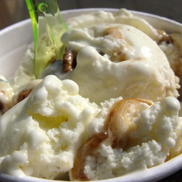 Panna Cotta Ice Cream with Figs and Walnuts @ Eiscafé La Veneziana