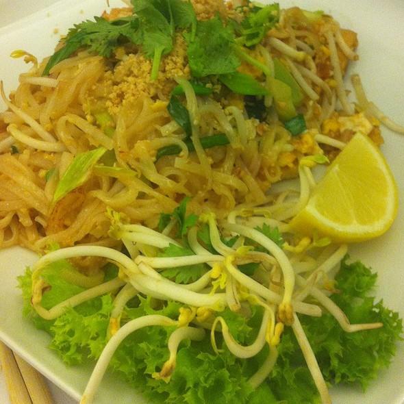 Pad Thai @ Damoa Restaurant