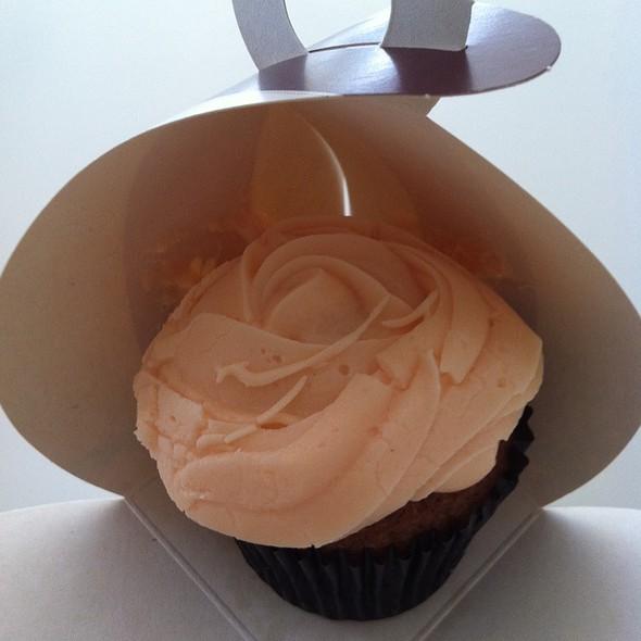 Hawkes Bay Peach Cupcake @ Petal Cupcakes