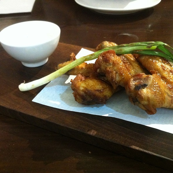 Oven Baked Spicy Chicken Wings With Green Spring Onion @ Jones The Grocer Dempsey Hill Pte. Ltd.