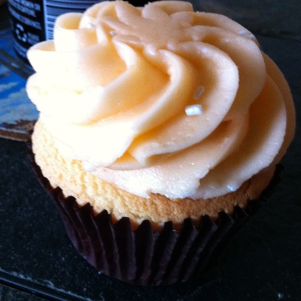 Orange Cream Cupcake @ Simply Sweet Cupcakes