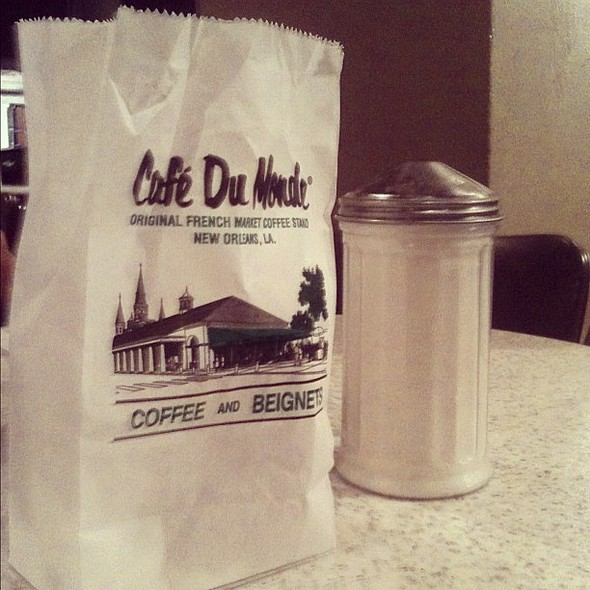 fresh beignets at 1am in the french quarter.  #dontjudge @ Café Du Monde