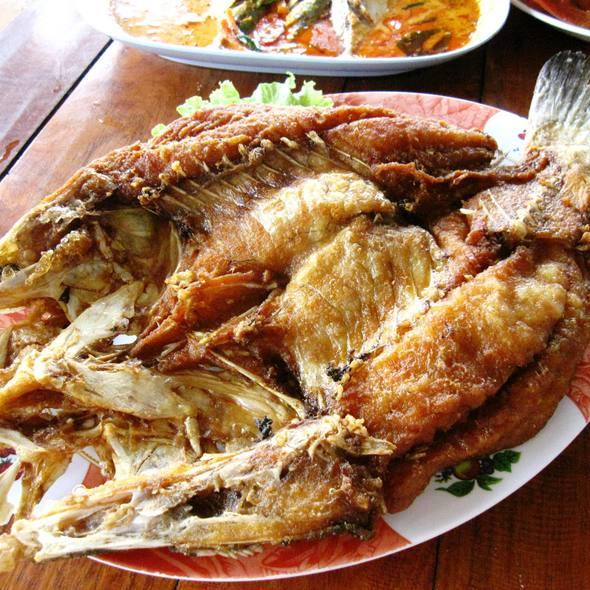 Kru moo seafood restaurant menu foodspotting for Fried fish restaurant