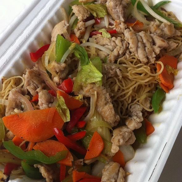Chicken Chop Suey @ TomKat Truck