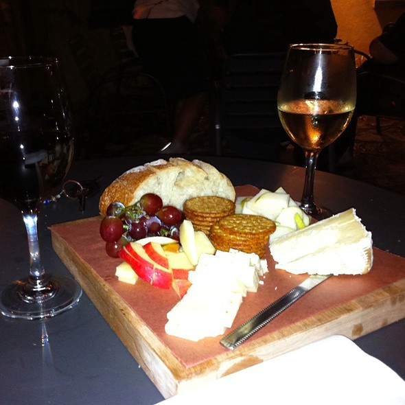 Cabernet Savignon, Riesling, St Andre And Pepper Jack @ Lincoln Street