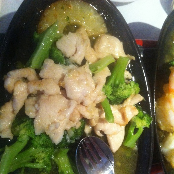 Chicken With Brocolli @ Lucky House China Restaurant