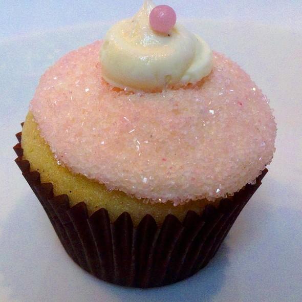 Celebrity Cupcakes - Houston, TX | Groupon