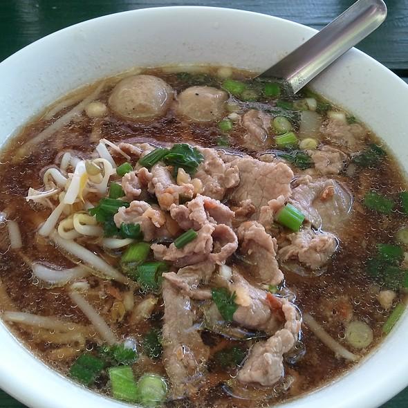 ... เนื้อ | Thai Beef Noodle Soup at Buddhist Center of Dallas