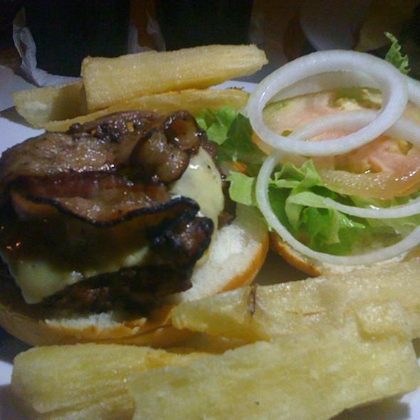 Hamburger Con Tocineta Y Queso @ Sal Y Pimienta