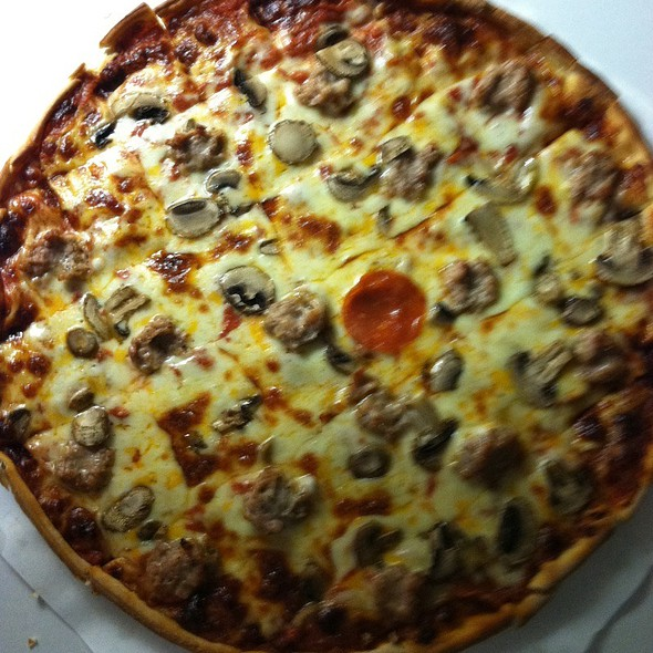 Cheese Sausage Pepperoni Mushroom Pizza @ DO North Pizzeria