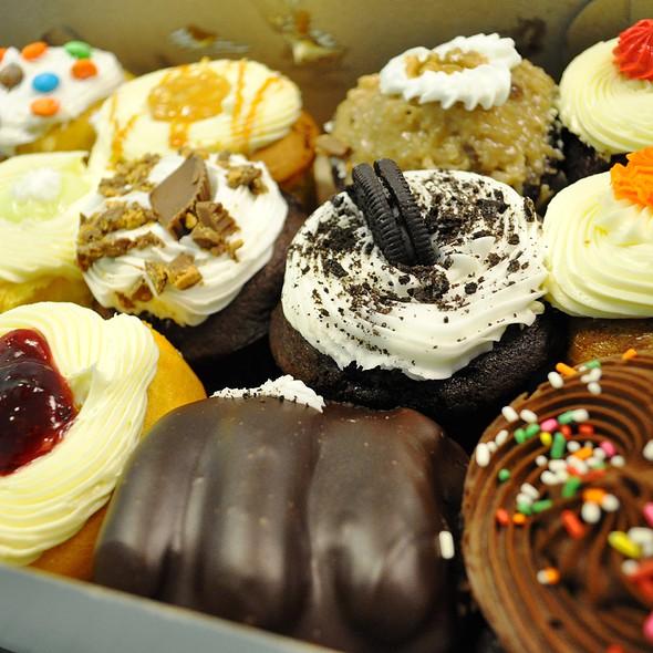Cupcakes @ Cupcakes & More