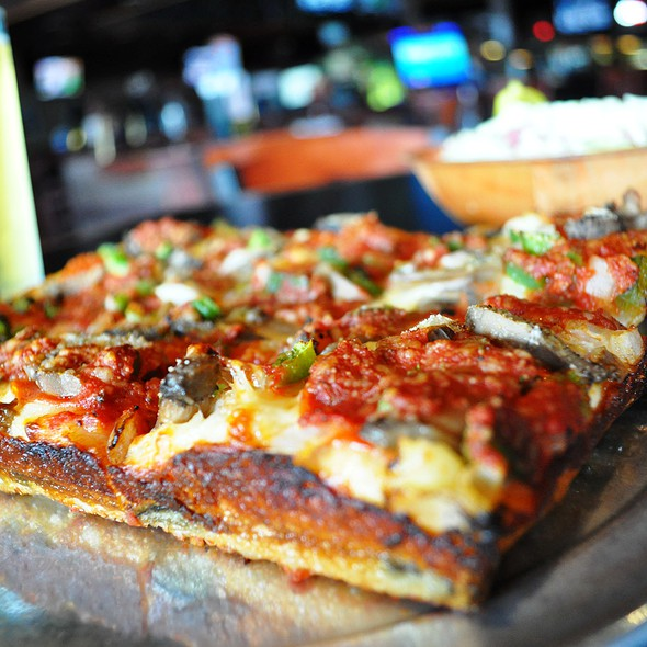 Deep Dish Pizza @ Orleans Billiards Cafe