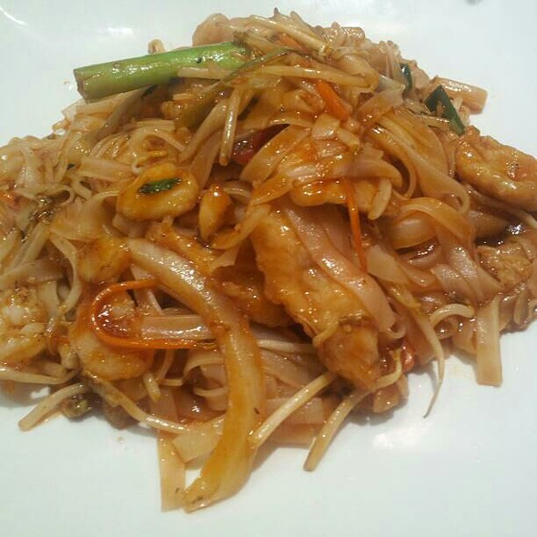 Pad Thai @ E Tao Asian Eatery