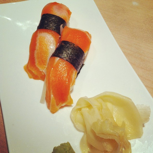 Sake (Salmon) Nigiri