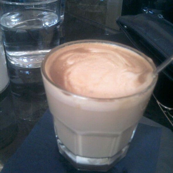 Flat White Coffee @ Tailor Made ´micro Roastery & cocktail Bar'