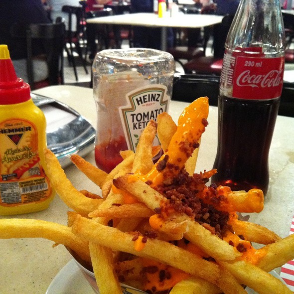 Batata Frita Especial Com Cheddar E Bacon @ THE FIFTIES BURGER