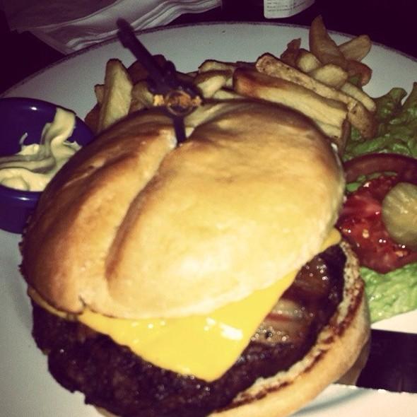 Legendary 10 Oz. Burger @ Hard Rock Cafe