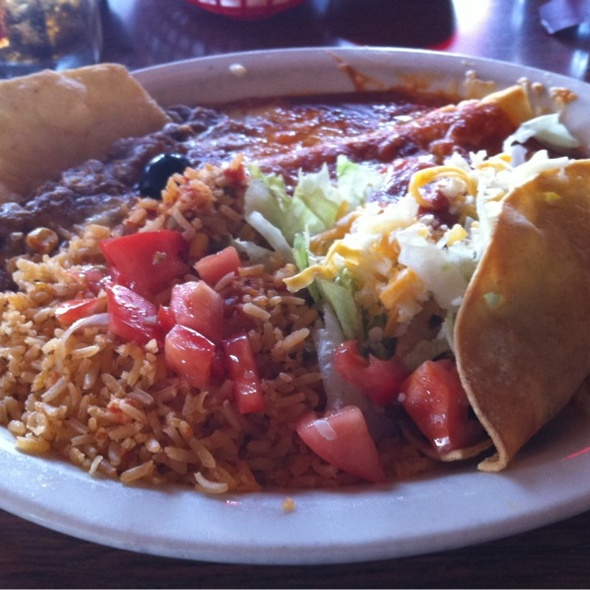 Combination Plate @ Mucho Mas