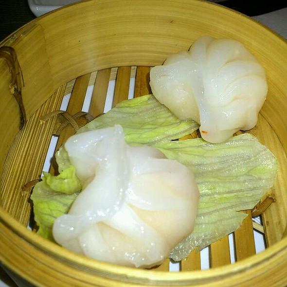 Ha Kau - Steamed Rice Flour Dumplings with Prawns and Bamboo Shoots Filling (Bochánky z rýžové mouky vařené v páře s náplní z krevetek a bambusových výhonků) @ Bar-Restaurant Imono