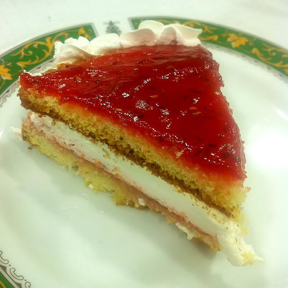 Raspberry Cakes