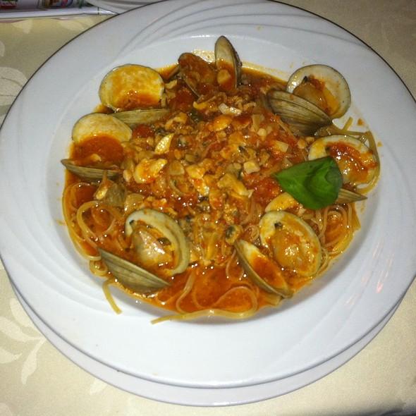 Linguine alle Vongole - Bareli's Restaurant - Secaucus, Secaucus, NJ