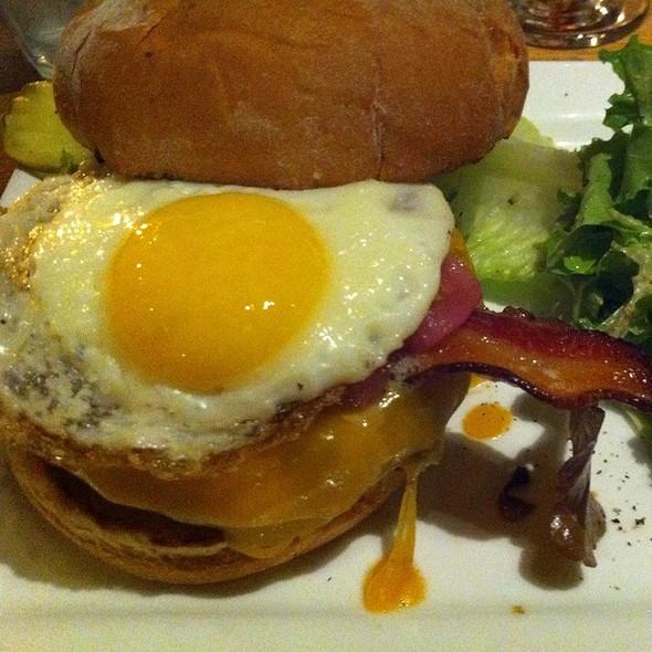 Burger @ Uncommon Ground