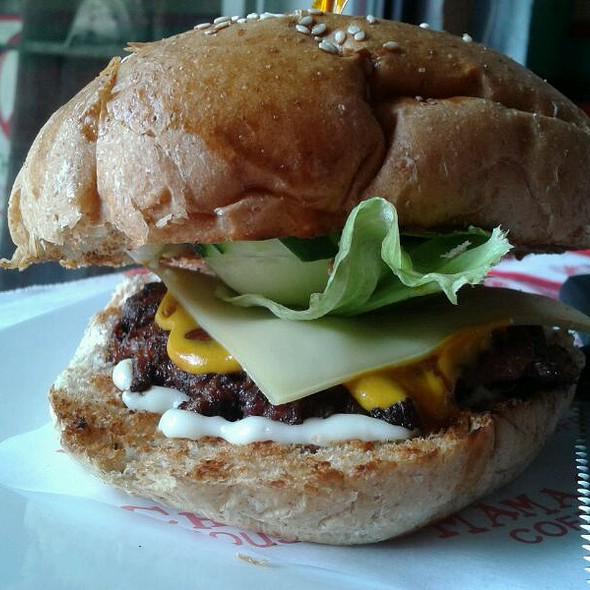 Cheeseburger @ Mama Chit's