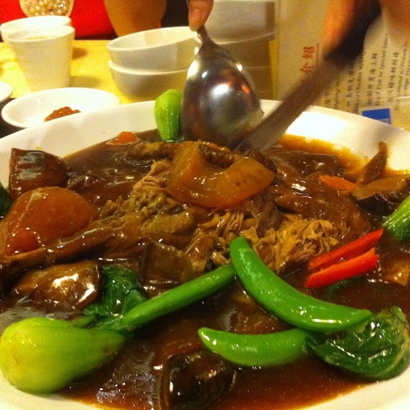 Braised Duck With Sea Cucumber And Mushrooms @ Jing Long Seafood Restaurant
