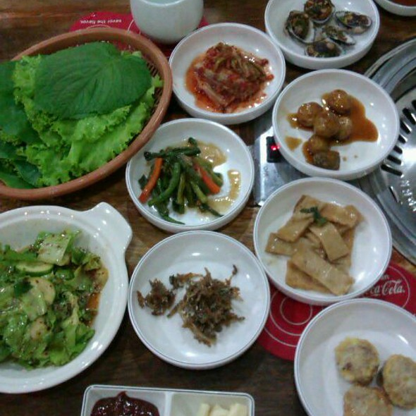 Korean Mini Appetizers @ Sam Won